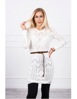 Biely sveter s opaskom