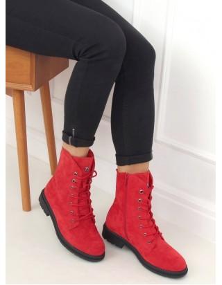 Červené topánky na šnurovanie