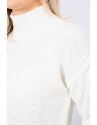 Biely sveter s golierom