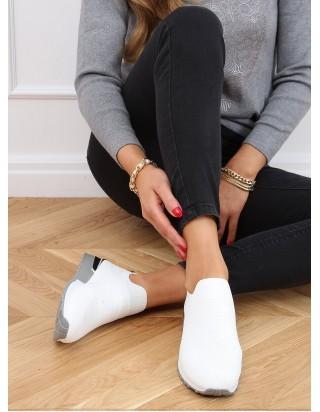 Biele tenisky bez šnúrok so streiborným doplnkom