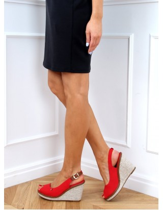 Červené sandále na platforme