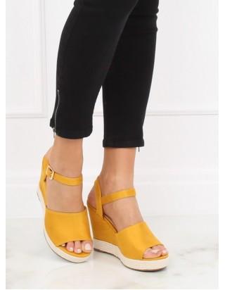 Sandále dámske v žltej farbe