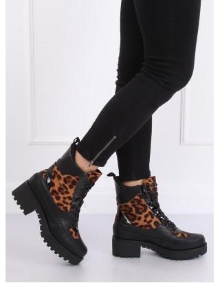 Krásne vysoké zimné topánky leopard